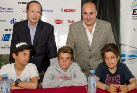 Castellano junto Galíndez y los chicos del equipo argentino