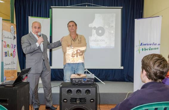 Castellano y Bologna en la presentación del programa Escuela de Vecinos