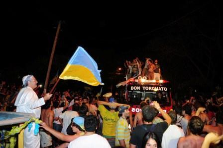 Cientos de vecinos de Don Torcuato celebraron el octavo título obtenido Hindú