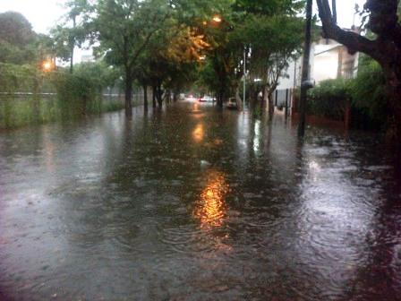 Calles anegadas y un campamento estudiantil evacuado por el temporal en Tigre