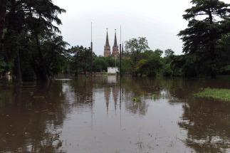 El río en Luján superó los cuatro metros y esperan que continúe su crecida