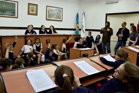 Niños de escuelas sanfernandinas se sentaron en las bancas del HCD