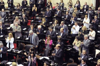 El gobierno aprobó la nueva ley de hidrocarburos pese a los fuertes cuestionamientos de la oposición