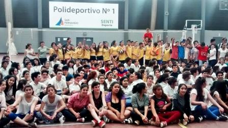 Las escuelas de San Fernando completan el Torneo Municipal de Vóley en el Polideportivo N° 1