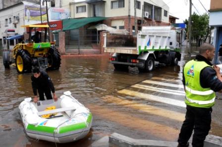 Defensa Civil de San Fernando realizan un operativo de prevención y asistencia por la sudestada