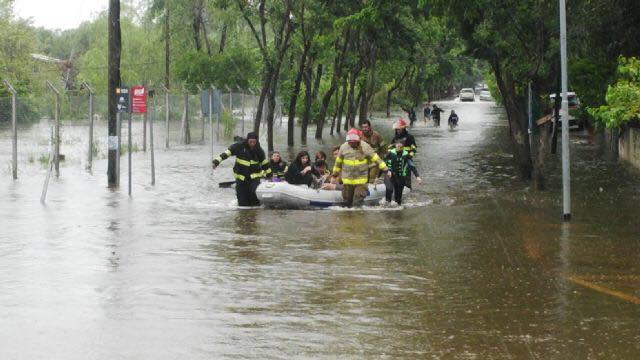 Asisten a los vecinos de Tigre afectados por la sudestada