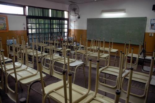 Los salarios de los docentes aumentaron mucho menos que la inflación y están entre los más bajos del mundo