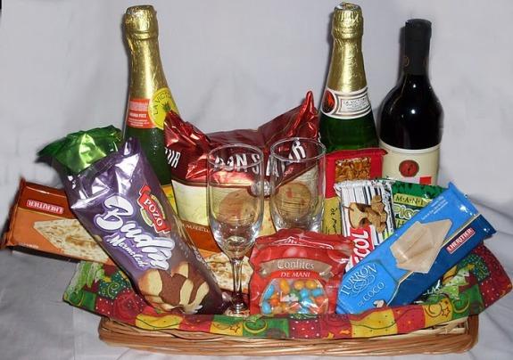 El gobierno acordó con supermercados una canasta navideña a 199 pesos