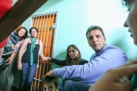 Sergio Massa se acercó junto a Oscar Martínez, Eduardo Buzzi, Daniel Arroyo y Malena Galmarini al barrio La Carne, ubicado en la zona sur de Rosario