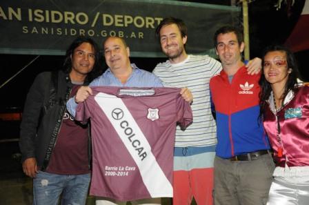 Castellano luce la camiseta de San Isidro Juniors en el encuentro de fin de año de la entidad