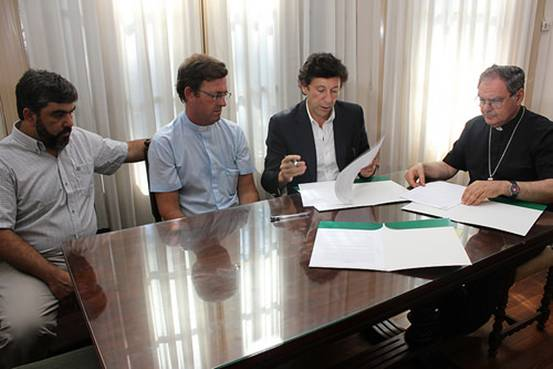 Posse, Ojea, García Cuerva y Ferrari en la firma del convenio