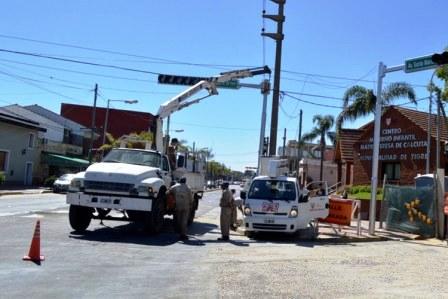 Instalan nuevos semáforos LED en Rincón de Milberg