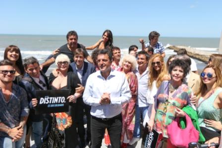 Massa presentó en Mar del Plata el programa Teatro Solidario