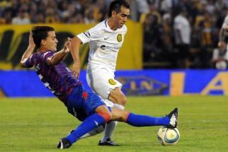 Rosario Central le ganó agónicamente a Tigre en un accidentado partido