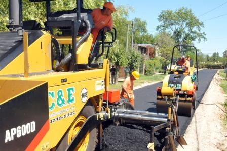 Realizan nuevos asfaltos en el barrio El Lucero, de Rincón de Milberg