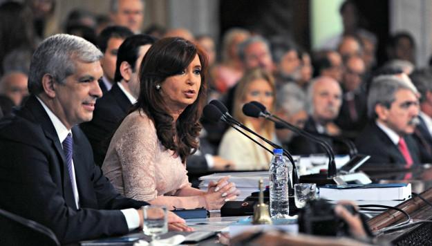 """Cristina: """"no dejo un país cómodo para los dirigentes, dejo un país cómodo para la gente"""""""