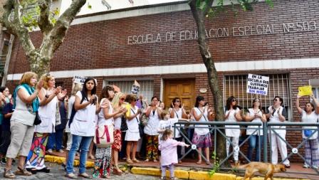 Marcha pacífica en apoyo a la maestra golpeada en San Fernando
