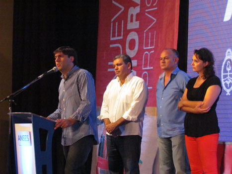 El titular del ANSES Diego Bossio entregó visitó San Fernando