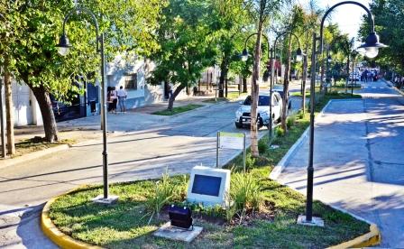 Luis Andreotti inauguró el nuevo Boulevard de la calle Carlos Casares