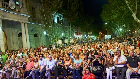 """San Fernando celebró el """"Día Internacional de la Mujer"""" con Adriana """"La Gata"""" Varela"""