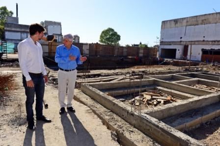 El Intendente de San Fernando, acompañado por el Secretario de Privada y Coordinación, Juan Andreotti, supervisó las obras que continúan a buen ritmo para la construcción del Centro Integral Prehospitalario de la Salud y del sexto Polideportivo