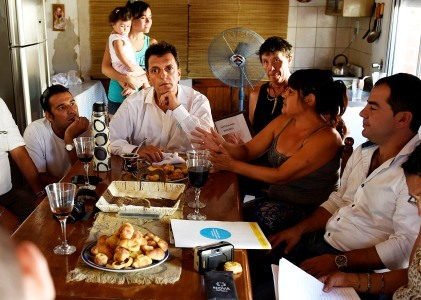 Massa durante su visita a San Nicolás y San Antonio de Areco