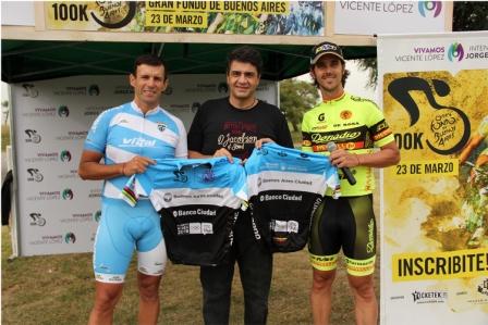 Walter Pérez y el campeón nacional, Sebastián Donadío, junto a quienes Macri, presentó el Gran Fondo de Buenos Aires