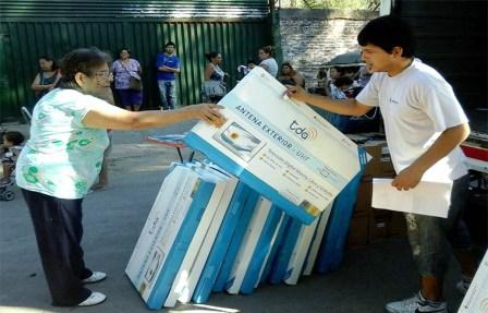 TDA entregó más de 300 equipos receptores a vecinos del barrio Las Tunas