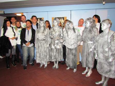 """Galmarini y las Madres del Grooming presentaron en San Isidro la obra """"Una ventana al infierno"""""""