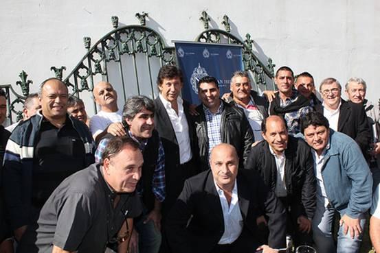El intendente Gustavo Posse y el presidente del Concejo Deliberante, Carlos Castellano, agasajaron a los representantes de distintas agrupaciones sindicales en el Museo Alfaro.