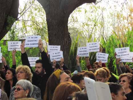 Docentes protestaron por la falta de pago durante un acto de Scioli en Tigre