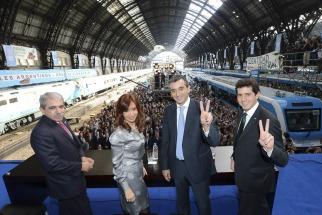 La presidenta Cristina Fernández de Kirchner promulgó la Ley de creación de Ferrocarriles Argentinos en la estación de Retiro.