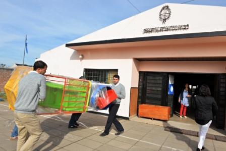 El Municipio de San Fernando le entregó mobiliario al Jardín N° 913 y le renovará su patio