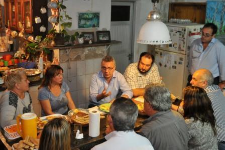"""Julio Zamora visitó el merendero """"Madre Teresa"""" de Dique Luján"""