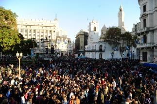 Miles de personas se acercaron hasta Plaza de Mayo para festejar el aniversario de la Patria