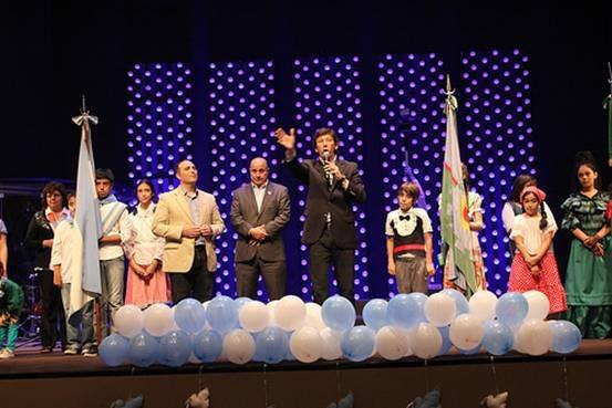 El intendente de San Isidro, Gustavo Posse, participó de la celebración patria que se realizó en el nuevo auditorio de la institución. Hubo música, baile y comidas típicas argentinas.