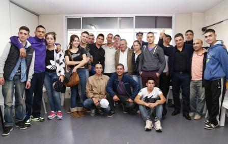 El precandidato a intendente de Daniel Scioli en Tigre, Roberto Passo, mantuvo una reunión con chicos y chicas en Don Torcuato