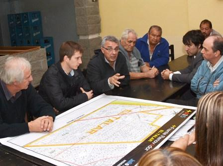 Julio Zamora recorrió El Talar escuchando las inquietudes de los vecinos