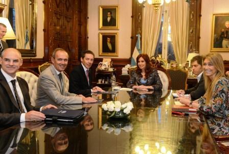 La Presidenta, Cristina Fernández de Kirchner, recibió en su despacho a directivos de la automotriz Ford