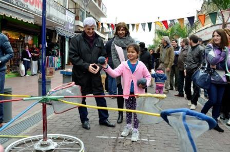 Luis Andreotti inauguró el último tramo de la calle Constitución y lo recorrió en un festival cultural