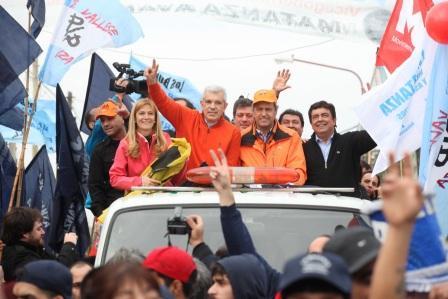 Scioli, Domínguez y Espinoza encabezaron juntos una multitudinaria caravana por La Matanza