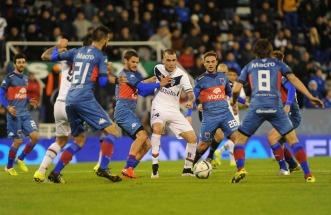 Vélez reaccionó en el final y empató ante un Tigre que se quedó con dos jugadores menos