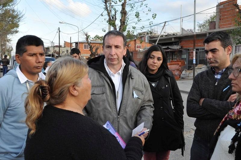 El candidato a intendente del FpV, Sergio Szpolski, recorrió el barrio Baires junto al presidente del bloque de concejales, Federico Ugo, y a los candidatos a concejales Sergio Romano, y Florencia Mosqueda.