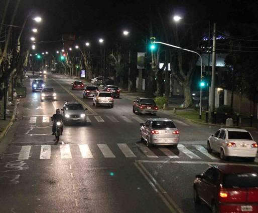 Nuevas luminarias sobre avenida del Libertador en Beccar