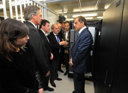 El gobernador Daniel Scioli recorrió junto a distintas autoridades el interior del Centro de Procesamiento de Datos.