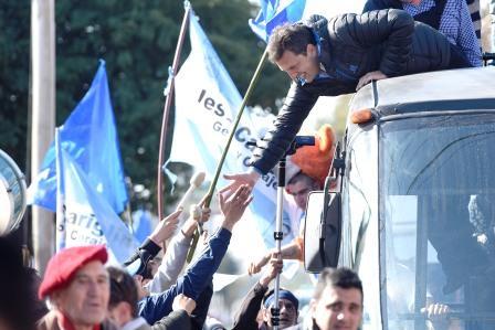El precandidato presidencial del Frente Renovador UNA Sergio Massa encabezó una gigantesca movilización de 36 kilómetros por el norte del conurbano