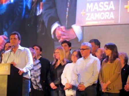 Massa y Zamora presentaron sus propuestas a los vecinos de Tigre Centro - Massa y Malena