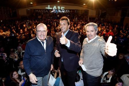 Sergio Massa presentó sus propuestas en San Martín, el distrito donde nació, junto al candidato a Gobernador Felipe Solá y el candidato a intendente local Carlos Tato Brown.