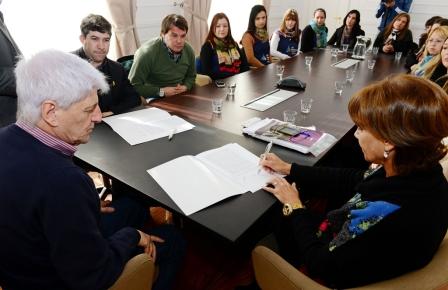 San Fernando firmó un convenio para que estudiantes de educación realicen prácticas en las UDI