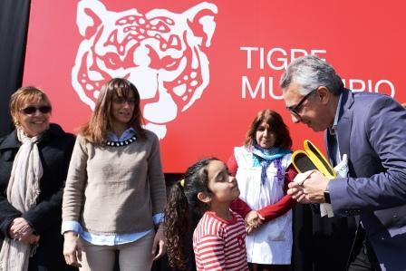 Nueva entrega de lentes a chicos de Tigre